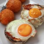 Grillgombába ültetett tojás sajtgolyóval