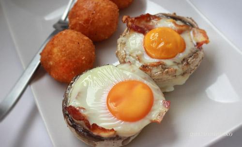 Grillgombába ültetett tojás sajtgolyóval recept