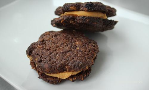 Müzlis mézes keksz mogyoróvajjal töltve recept