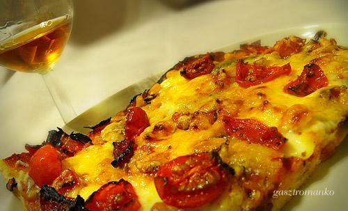 Juhtúrós pizza recept