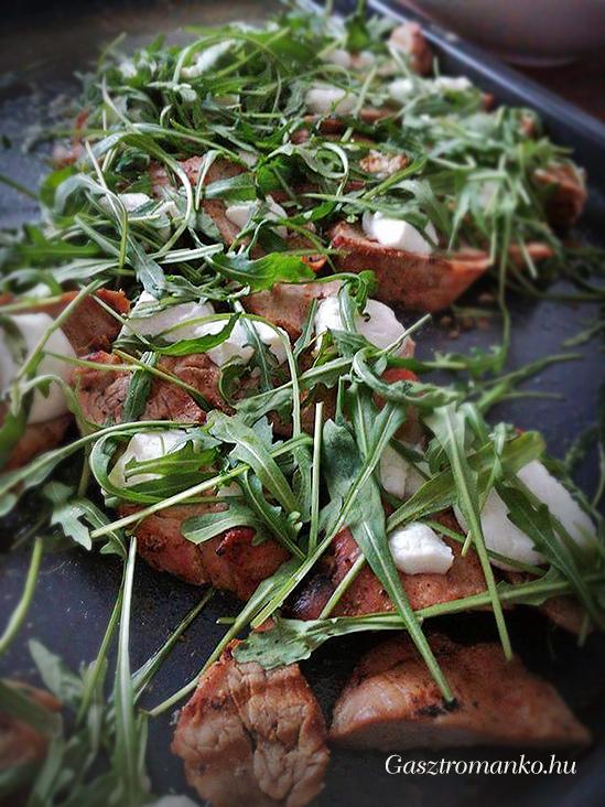 Kecskesajtos sertésszűz rukkolával recept
