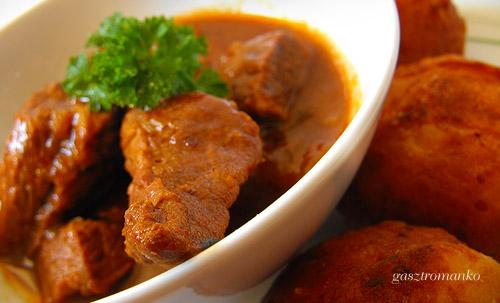 Vörösboros marhapörkölt burgonyafánkkal recept