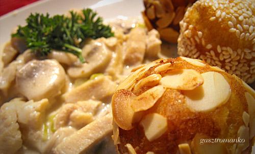 Tejszínes gombás csirkemell burgonyagolyóval recept