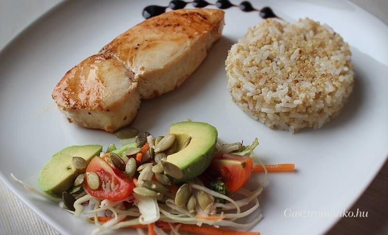 Vajhal quinoás rizzsel, salátával recept
